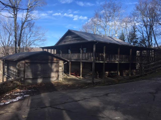 Beau Wolf Laurel Cabin