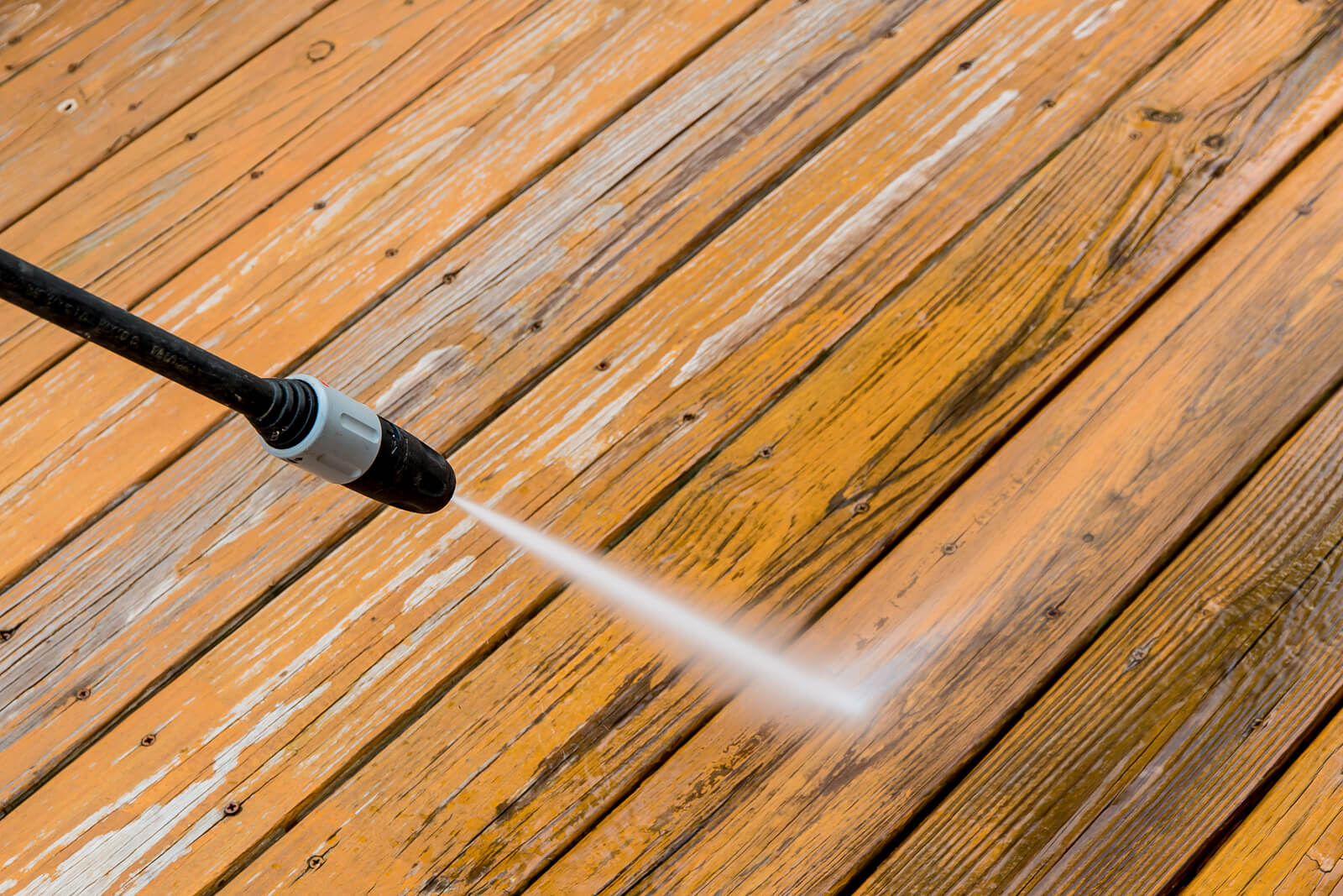 protect your home-cleaning a wooden deck