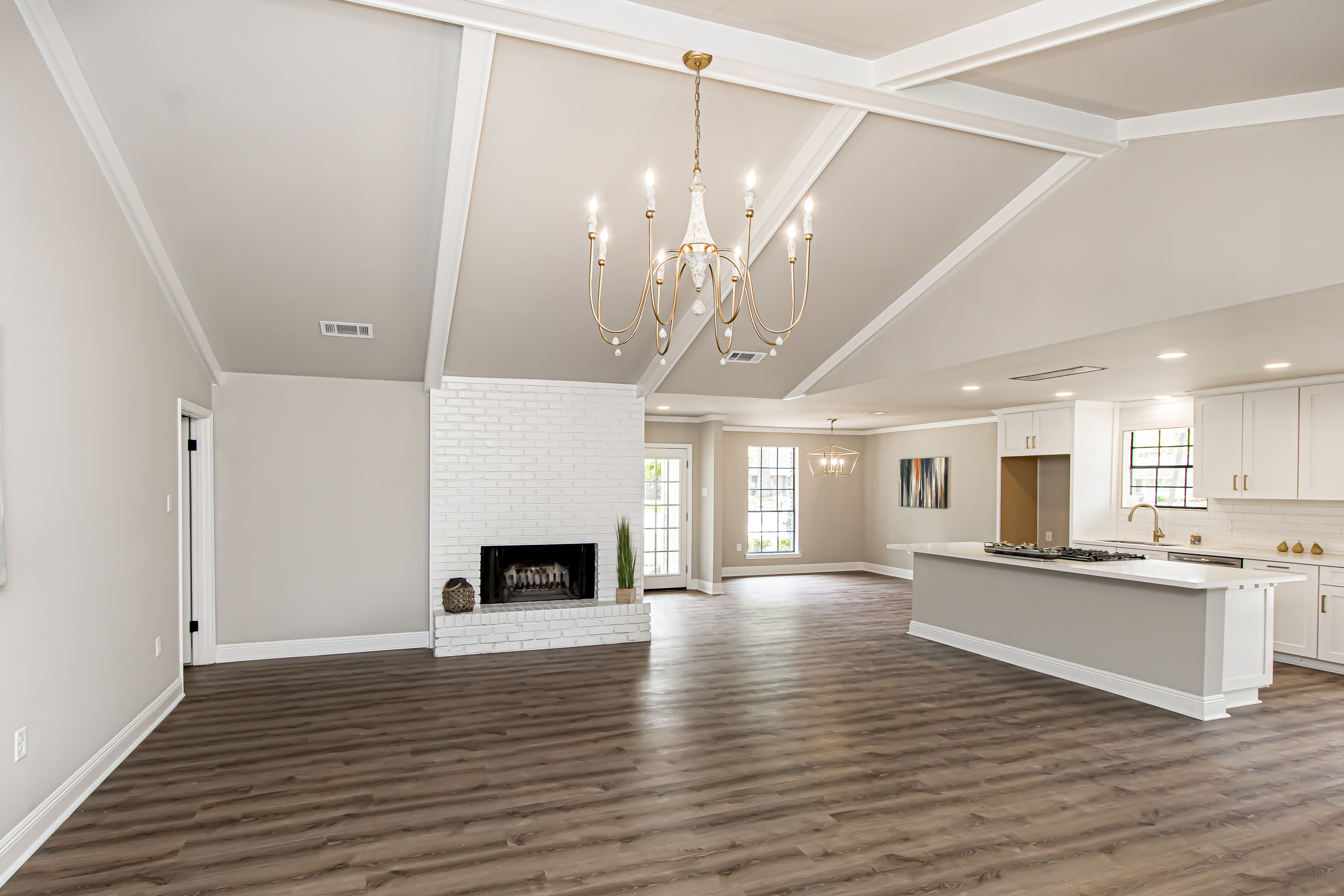 Classic Oak Hills that has been completely remodeled for Sale in Baton Rouge