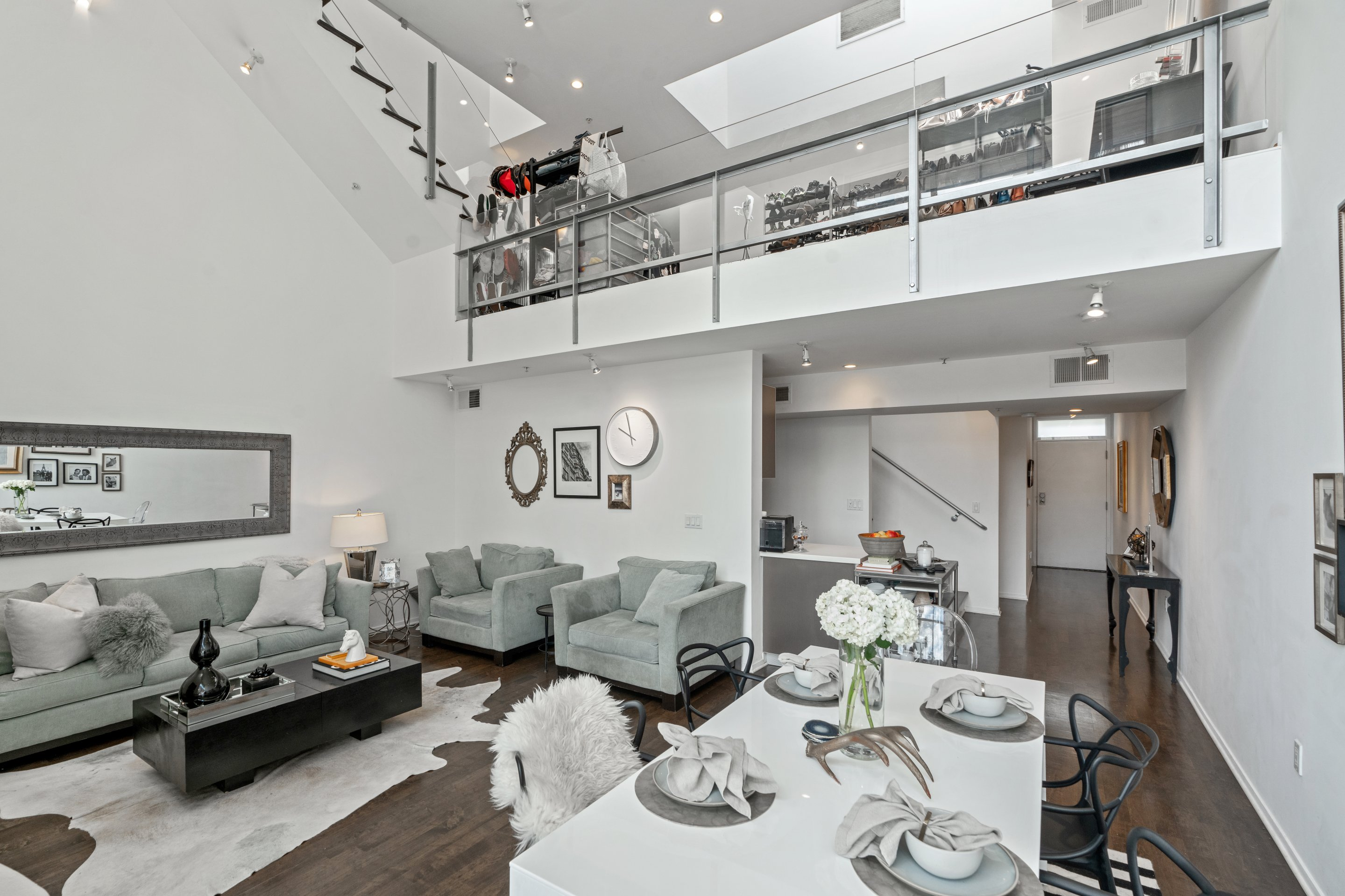 NEW LEASE LISTING: 2 Beds + 2 Baths Loft-Style Condo Steps to Paramount Studios