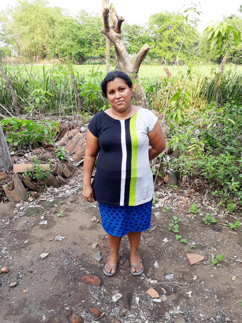 Verónica Roxana in El Salvador has a loan to buy and sell clothing