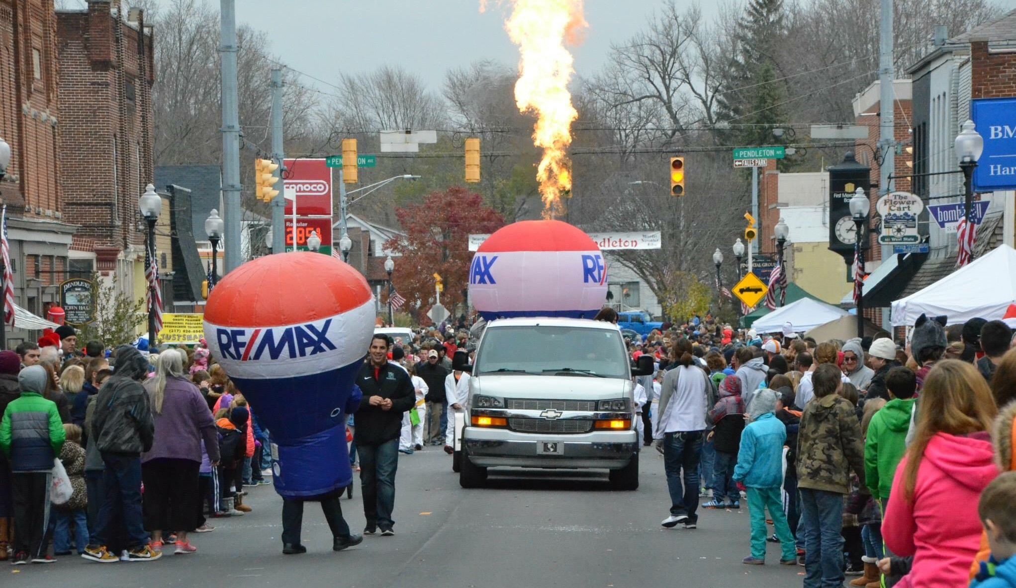 RE/MAX Legacy Balloon at Christmas in Pendleton, IN