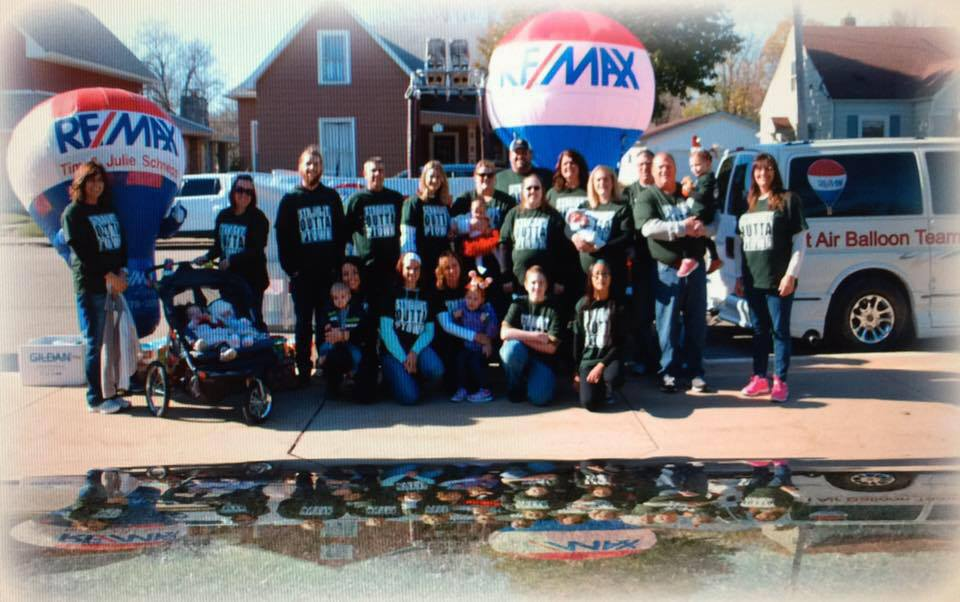 RE/MAX Legacy Team at Christmas in Pendleton