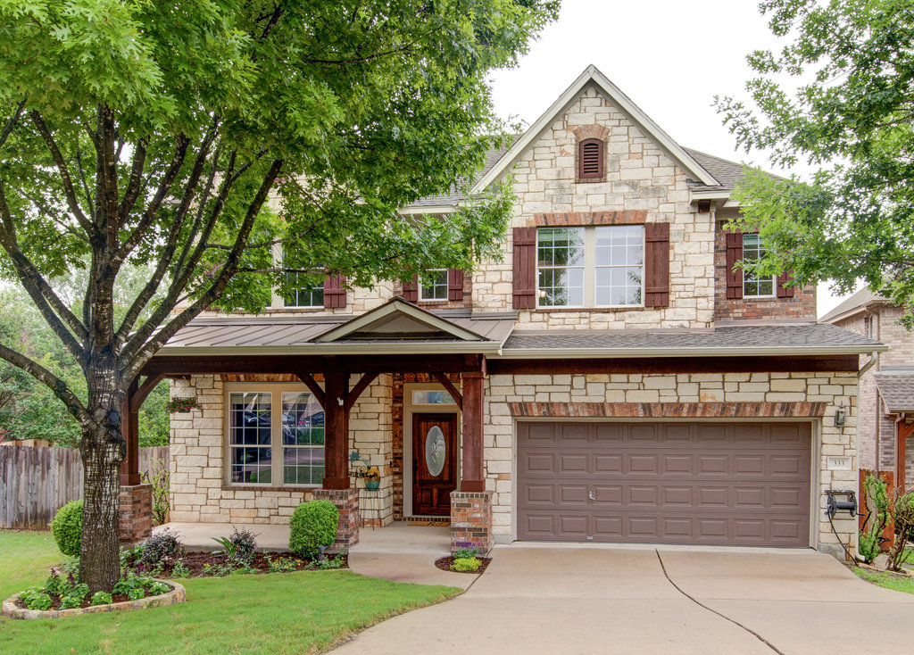 Available Now! Gorgeous Move-In-Ready
