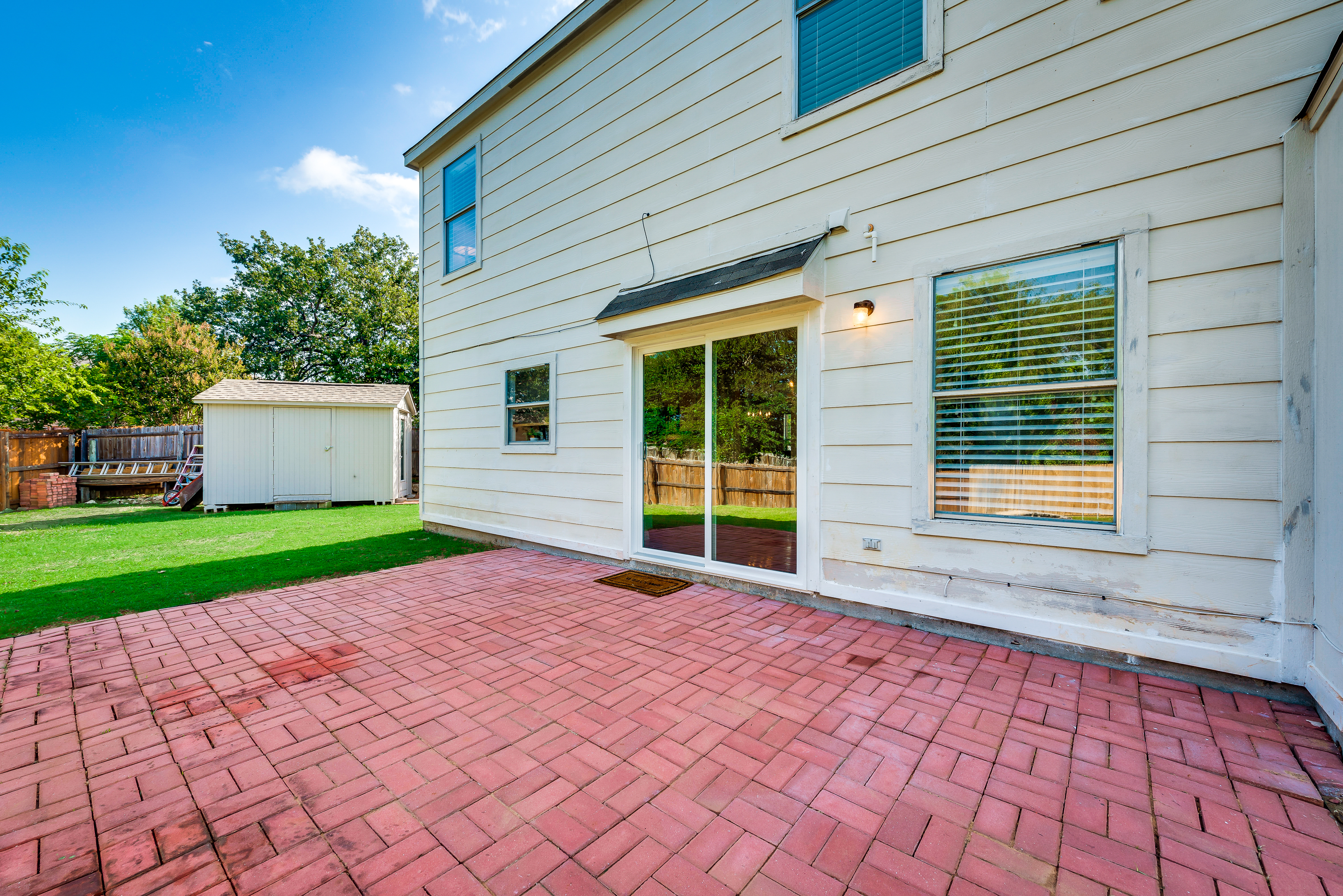 just listed immaculate home on pie shaped lot in denton