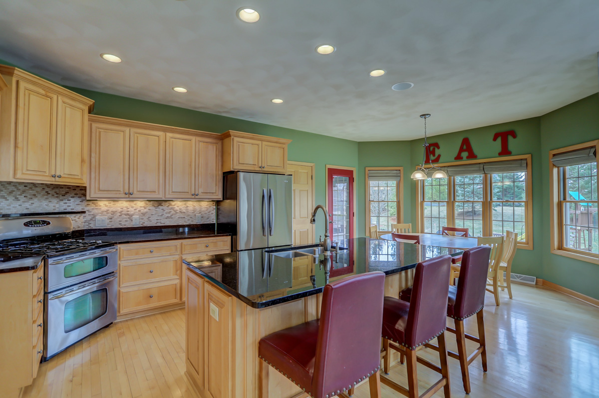 3105 Kirkwall St - KITCHEN