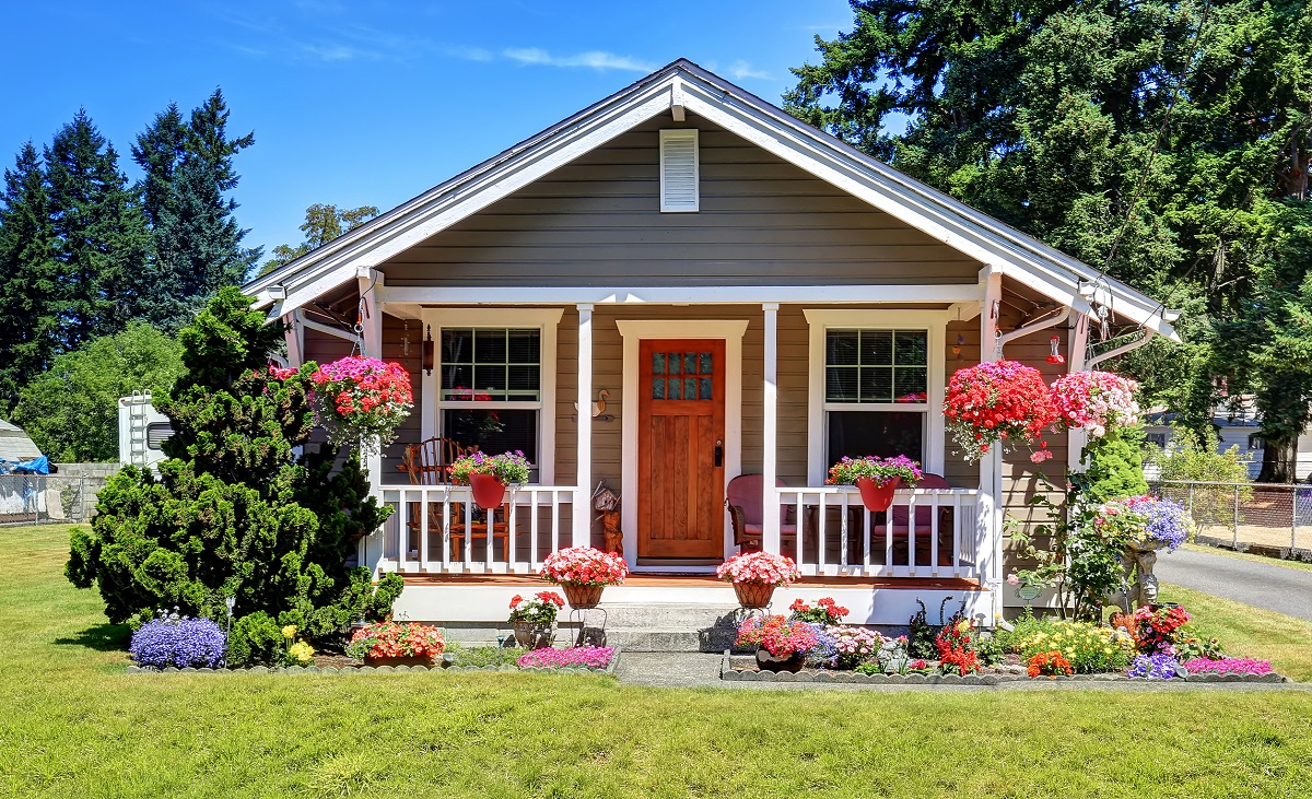 cute small home with curb appeal