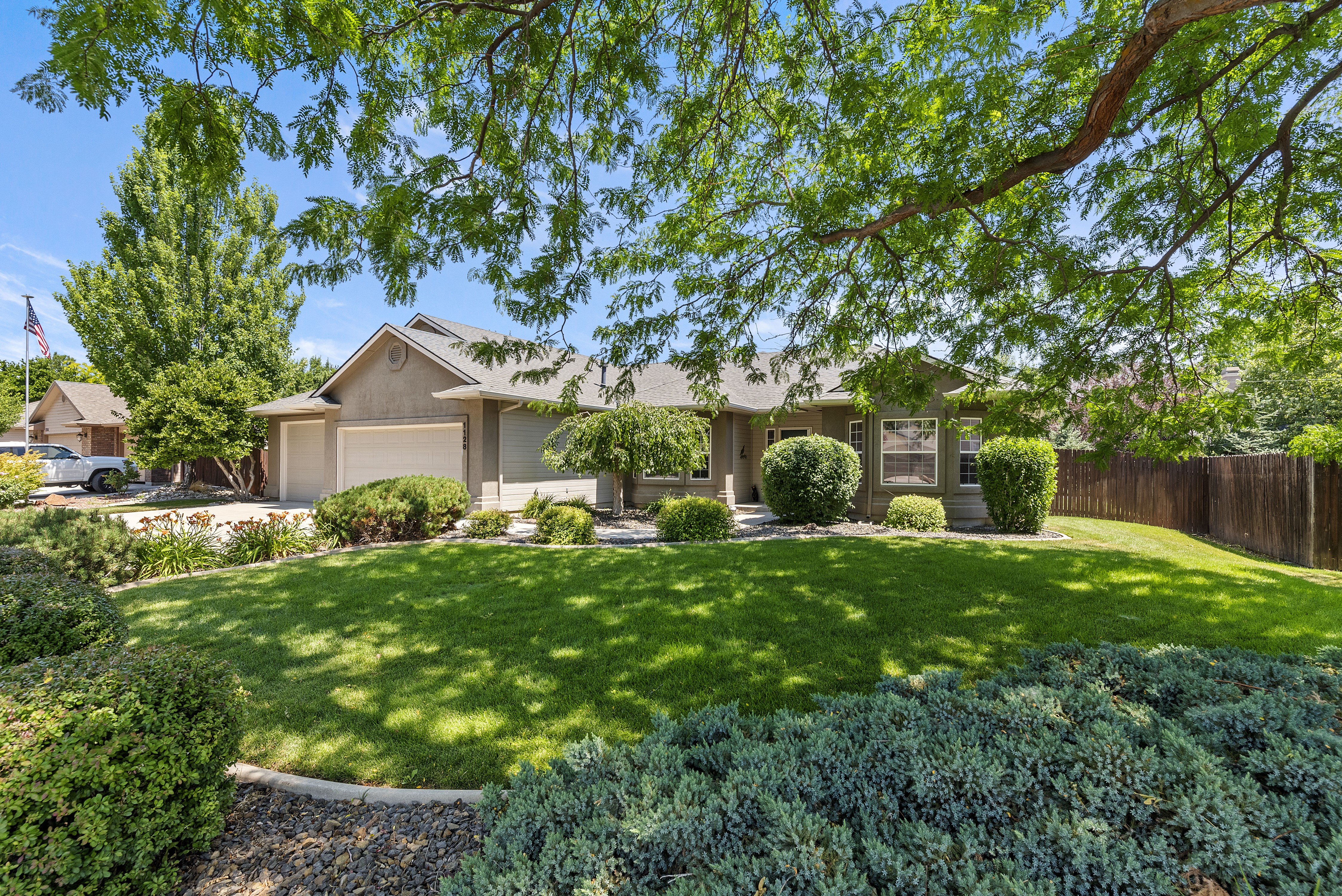 JUST LISTED! A Great Eagle Idaho Home for Sale in Desirable Community!