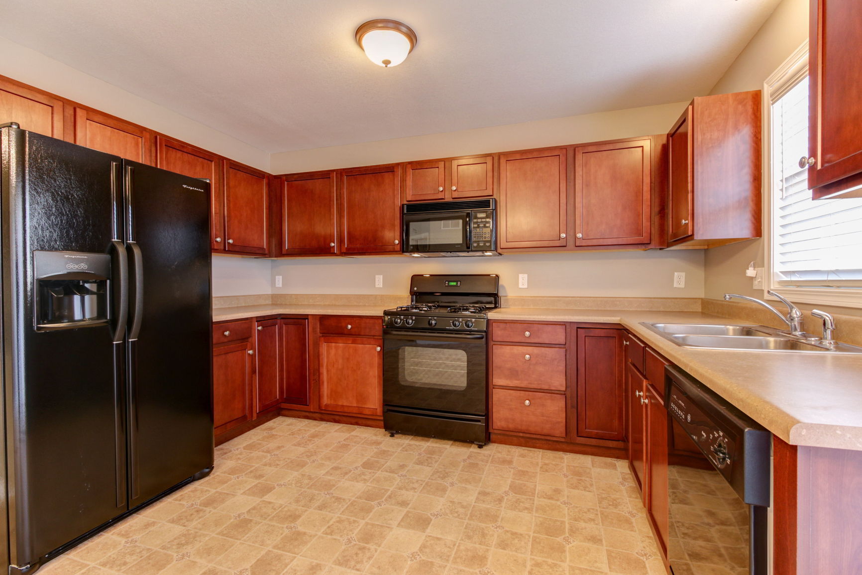 Spacious, Updated Eat-in Kitchen