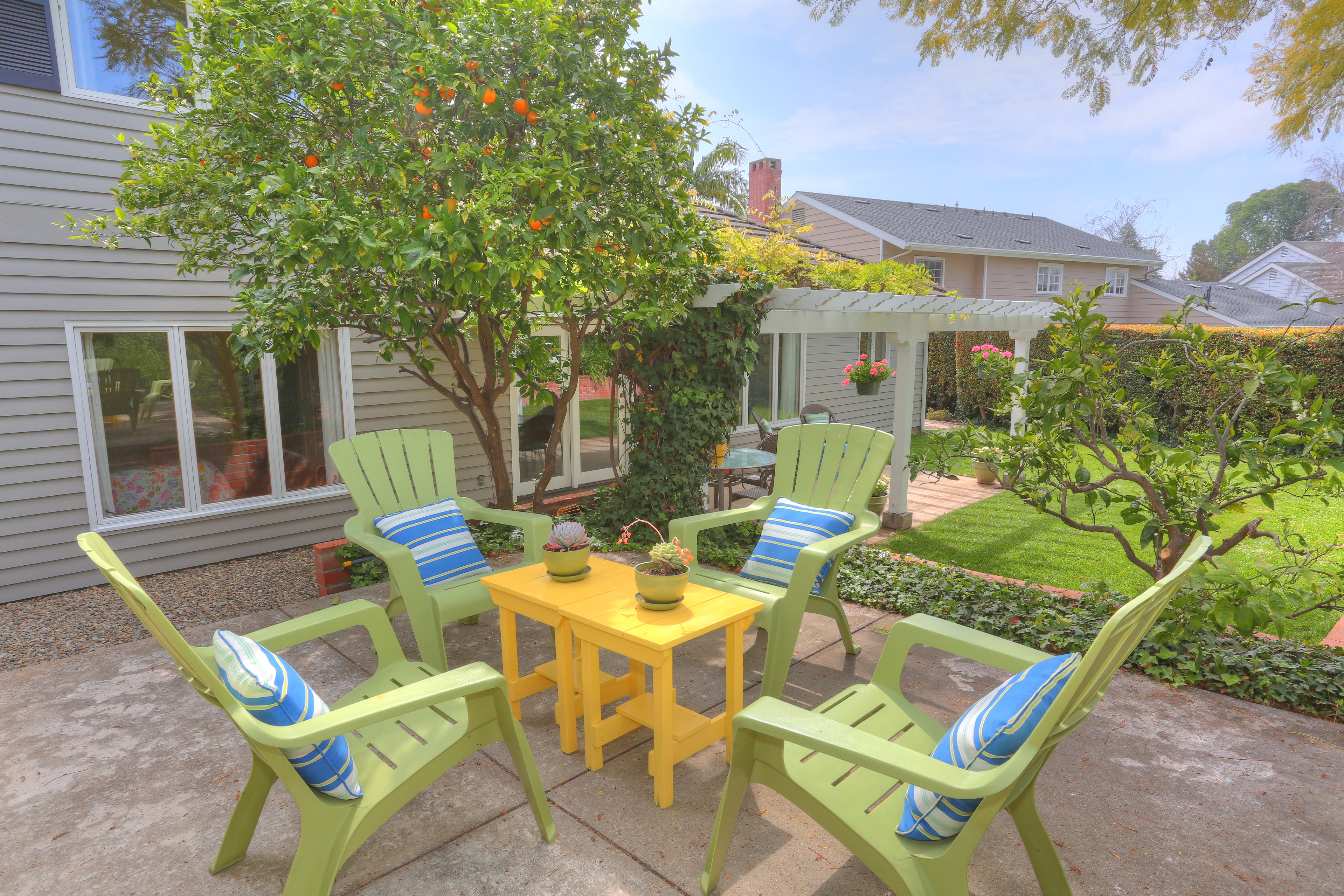 3739 Lincolnwood Dr - Upper Patio