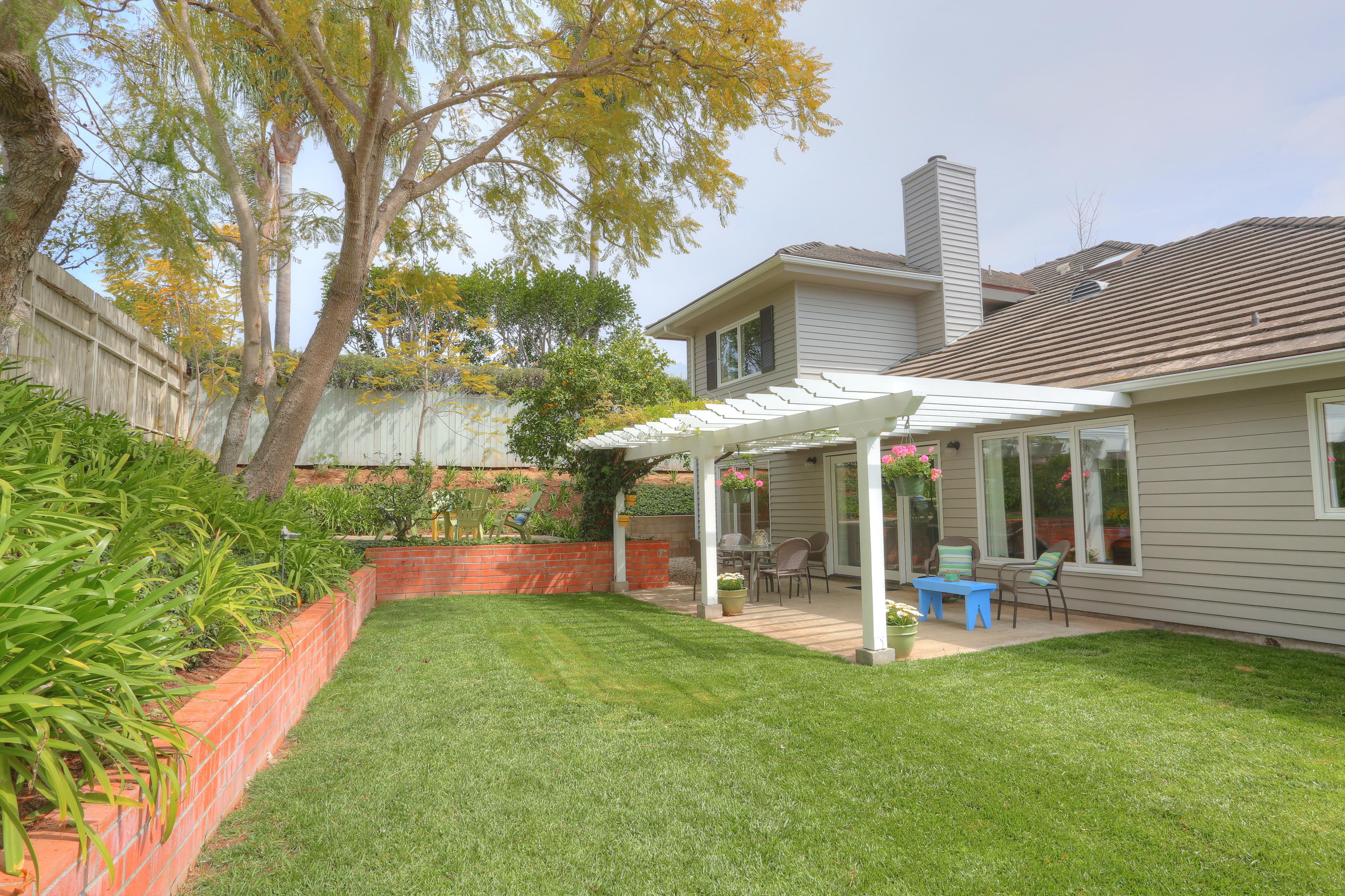 3739 Lincolnwood Dr - Backyard & Wall