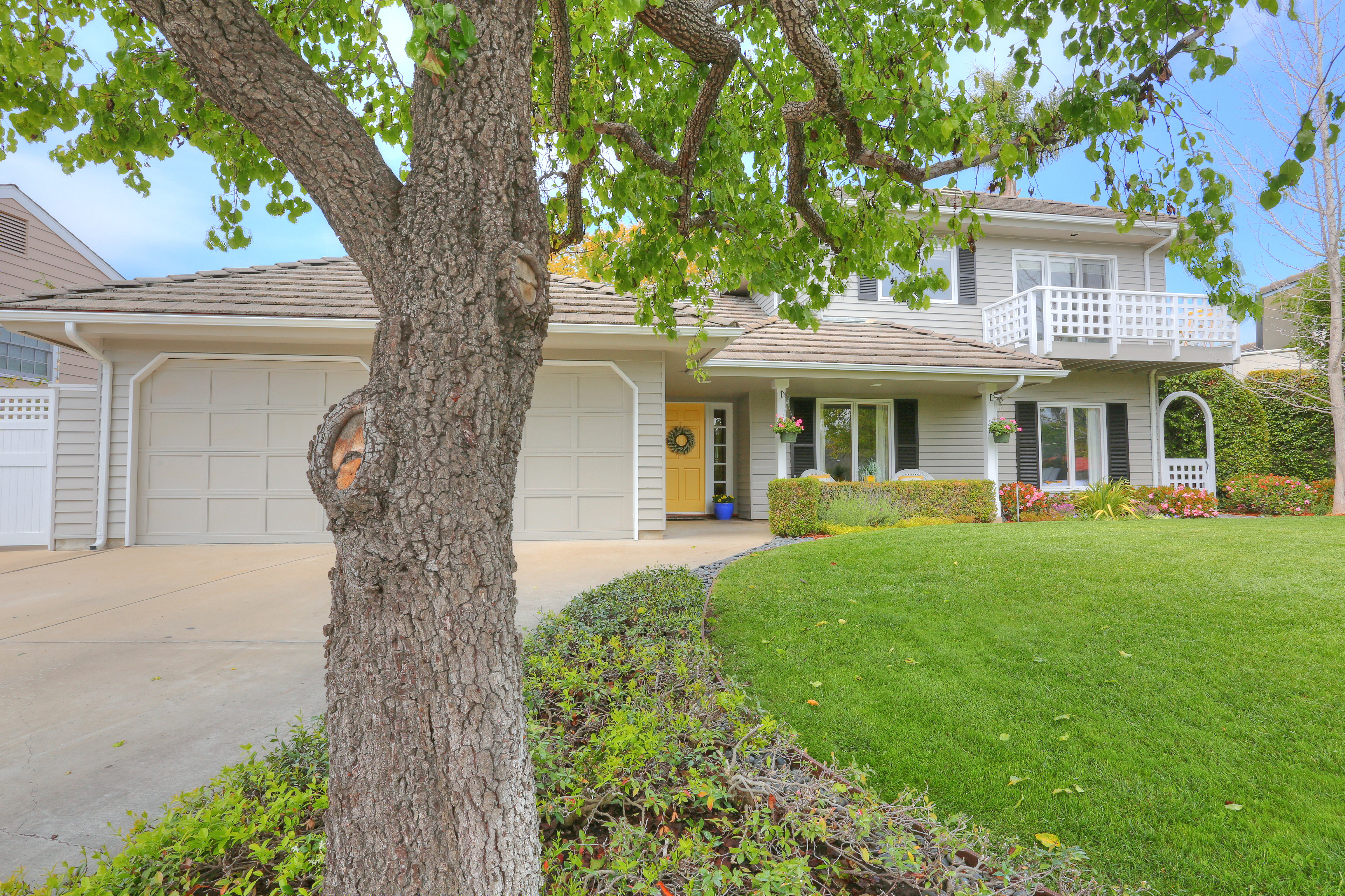 3739 Lincolnwood Dr - Streetview from Mailbox