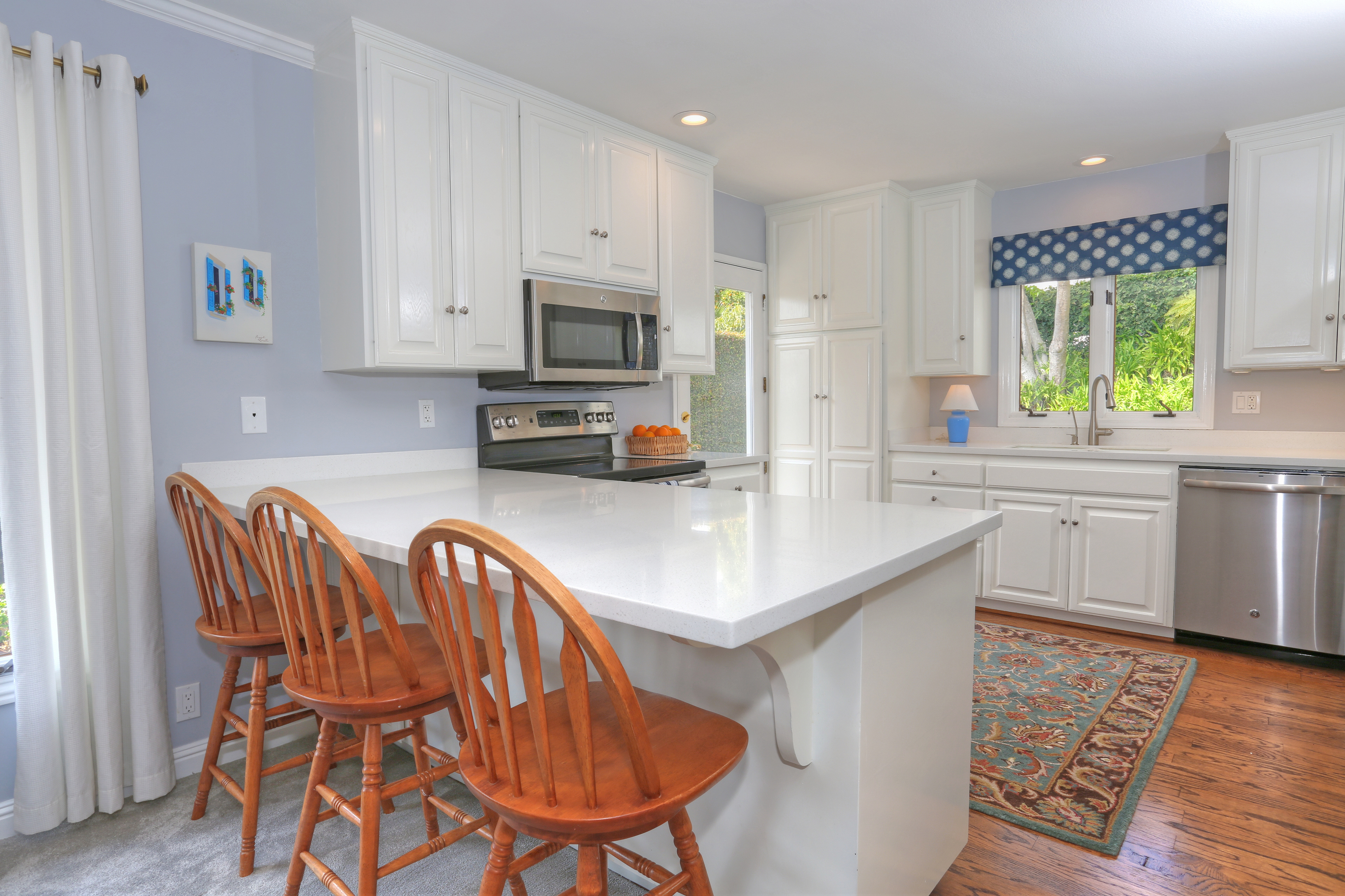 3739 Lincolnwood Dr - Kitchen & Counter