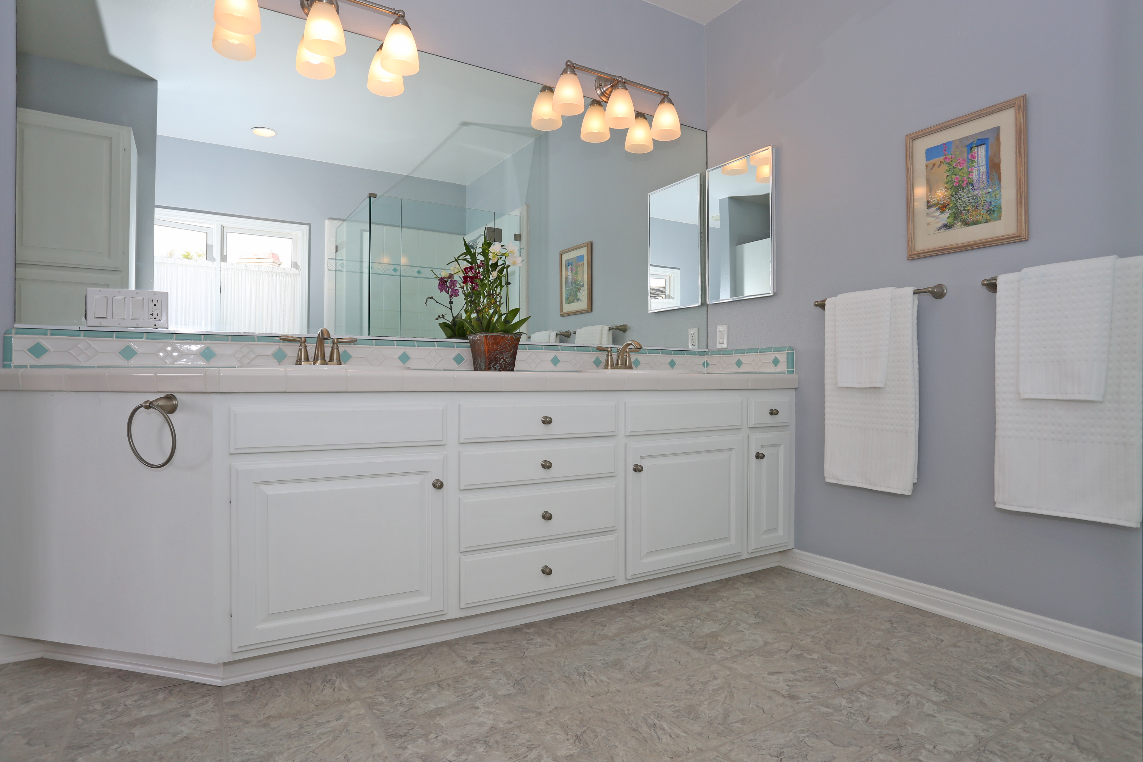 3739 Lincolnwood Dr - Master Bath Upstairs