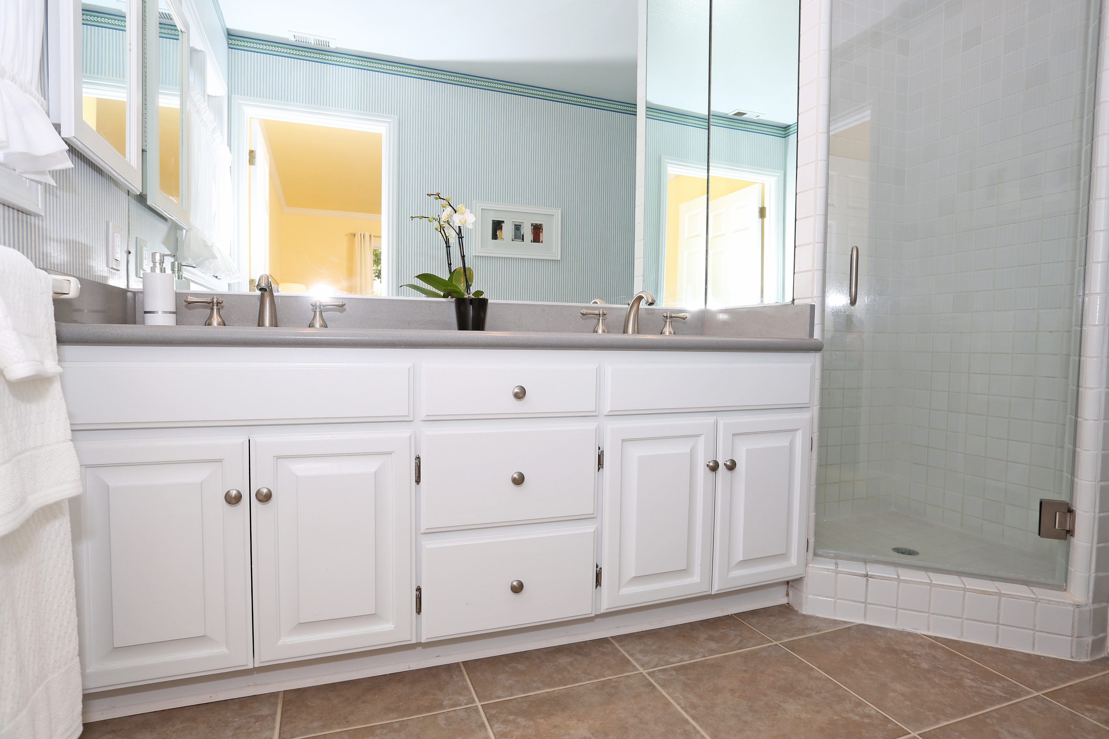 3739 Lincolnwood Dr - Original Master Bath Downstairs