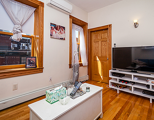 Spacious Myrtle St. Three Bedroom! Beacon Hill!