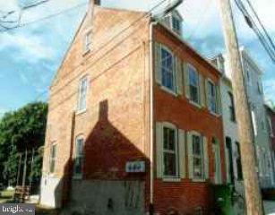 230 West James Street Unit 2 Lancaster, PA 17603 1BD/1BA