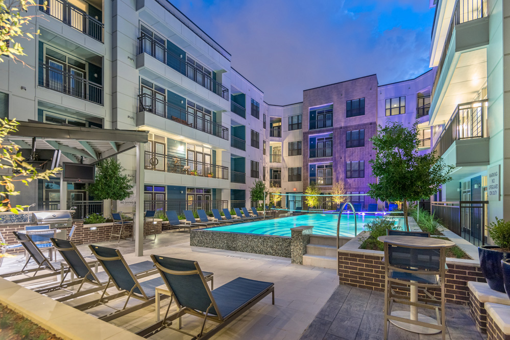 Midtown houston tx apartments for Affordable pools houston texas