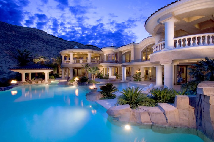 How to Market a Luxury Home