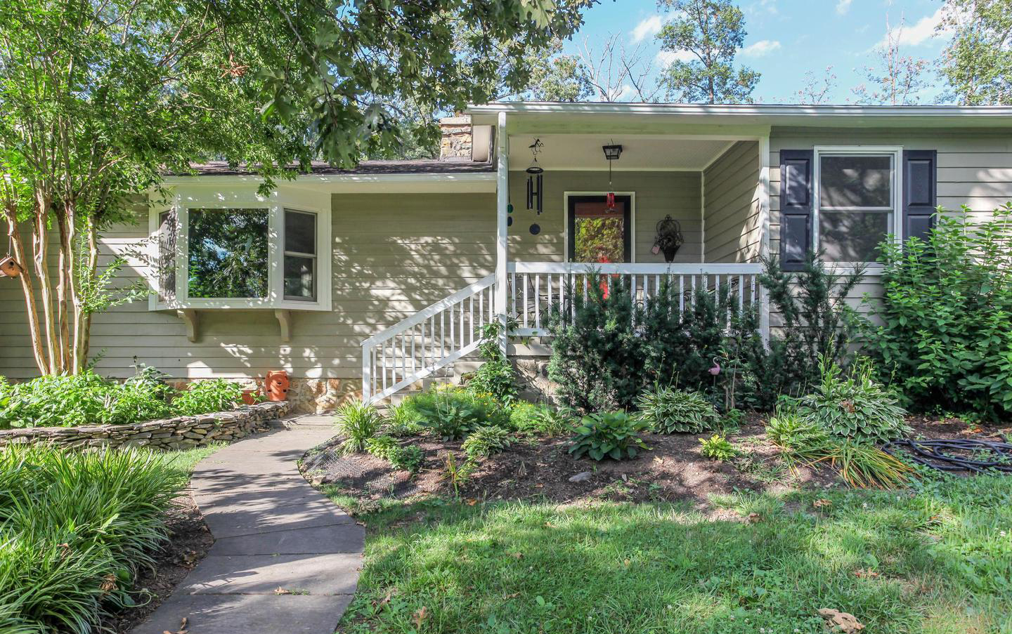 20250 Woodtrail Rd | Round Hill