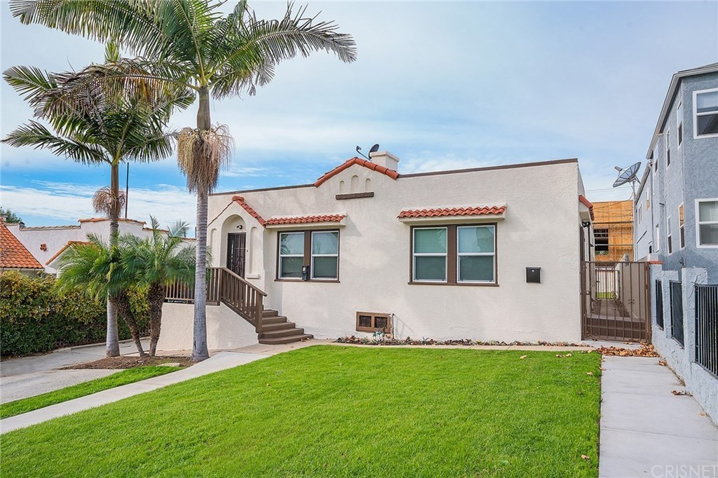 NEW LISTING: Mid-Wilshire duplex with 2 ready to build ADUs