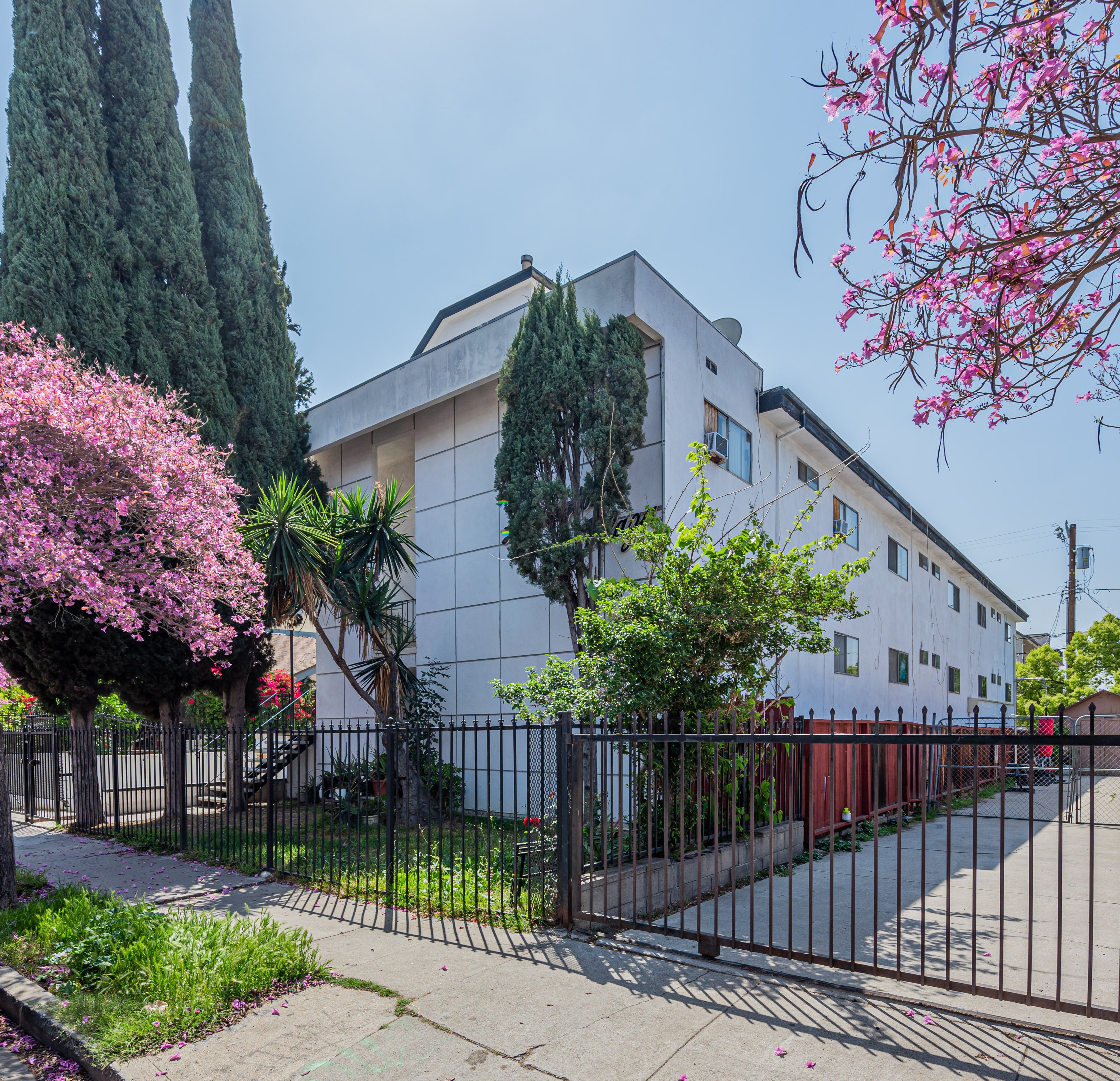 SOLD | 10-Unit Building in Hollywood