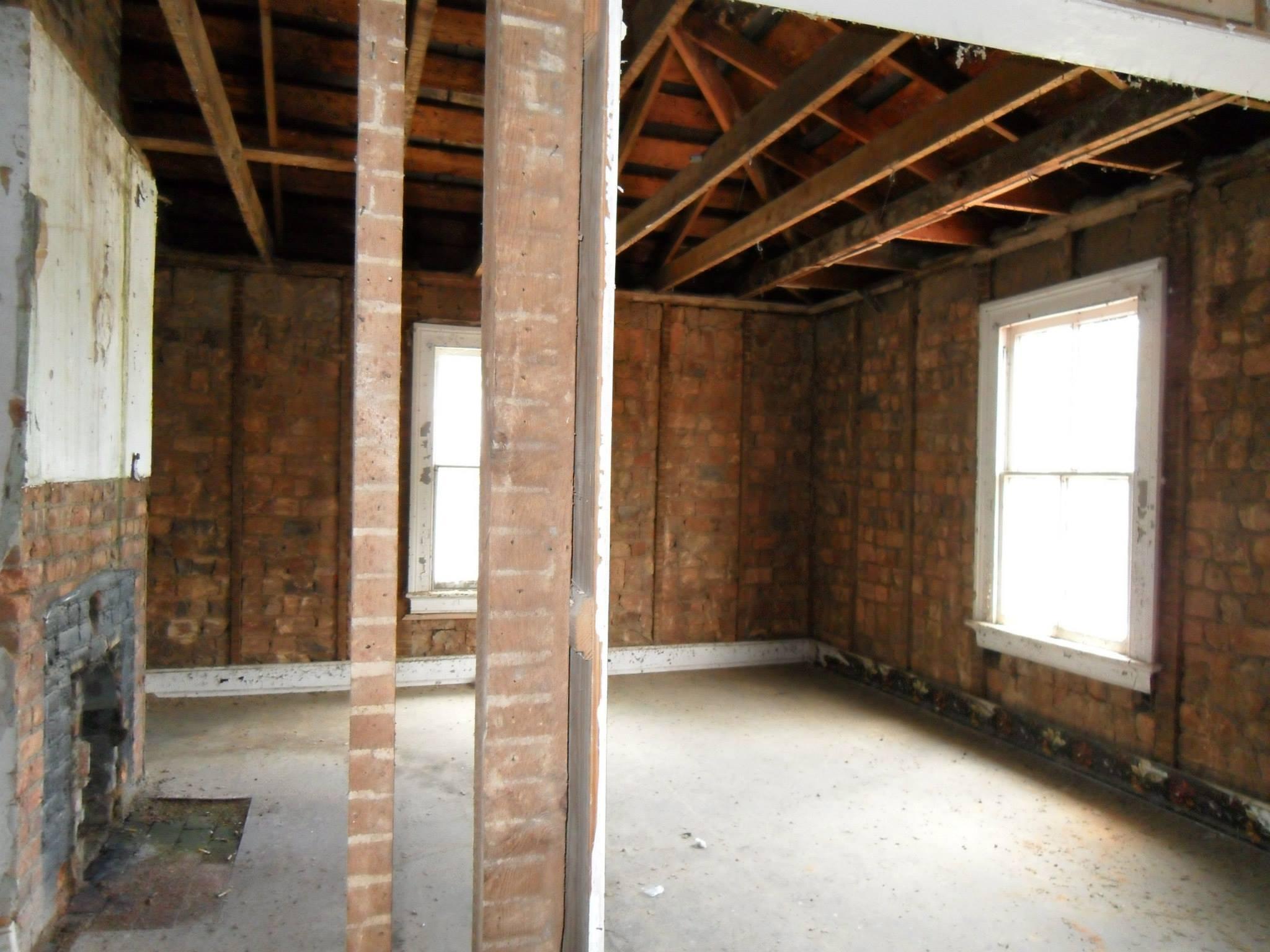 619 frederick st before renovation - bedroom