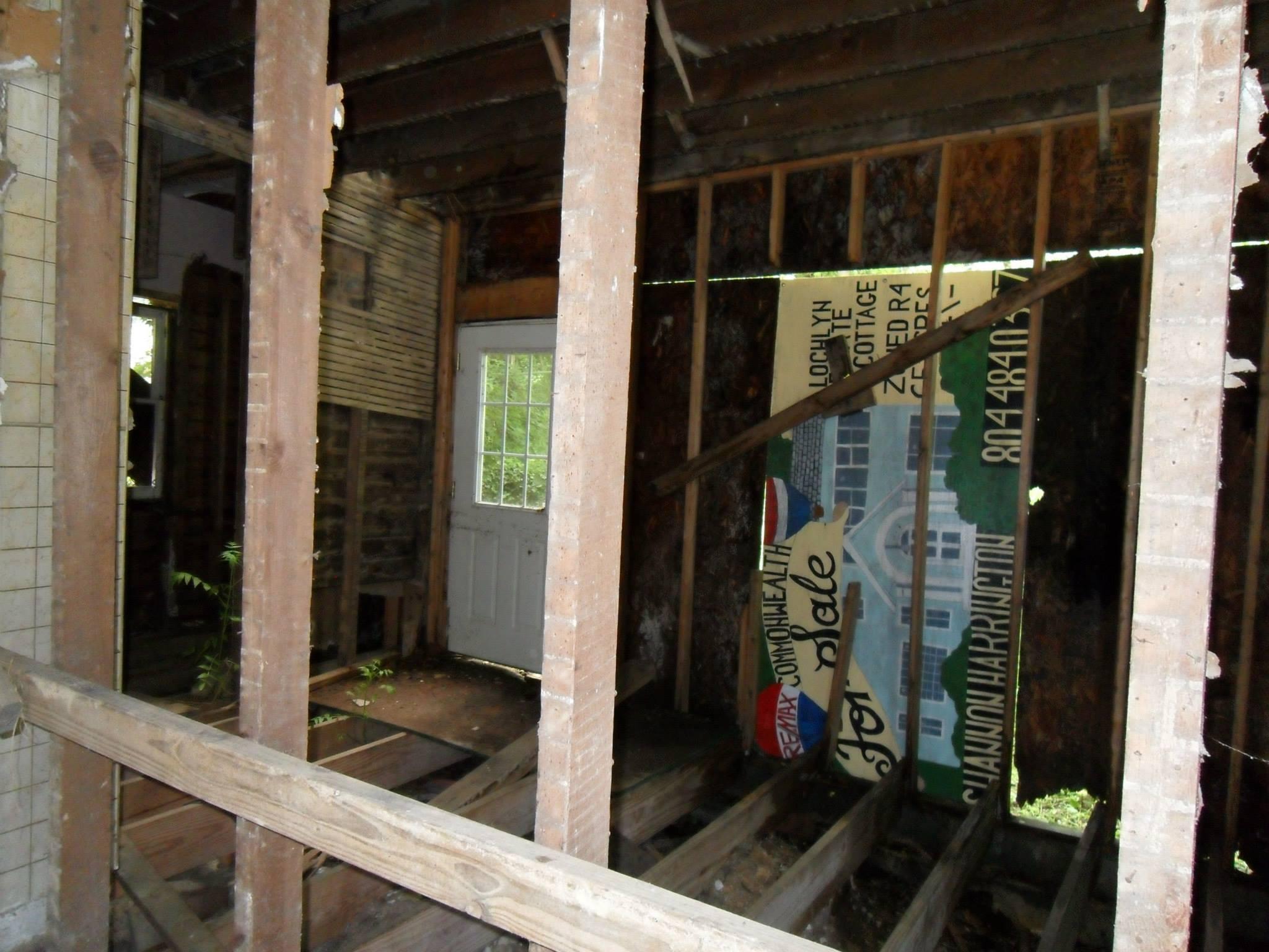 619 frederick st before renovation - door to backyard