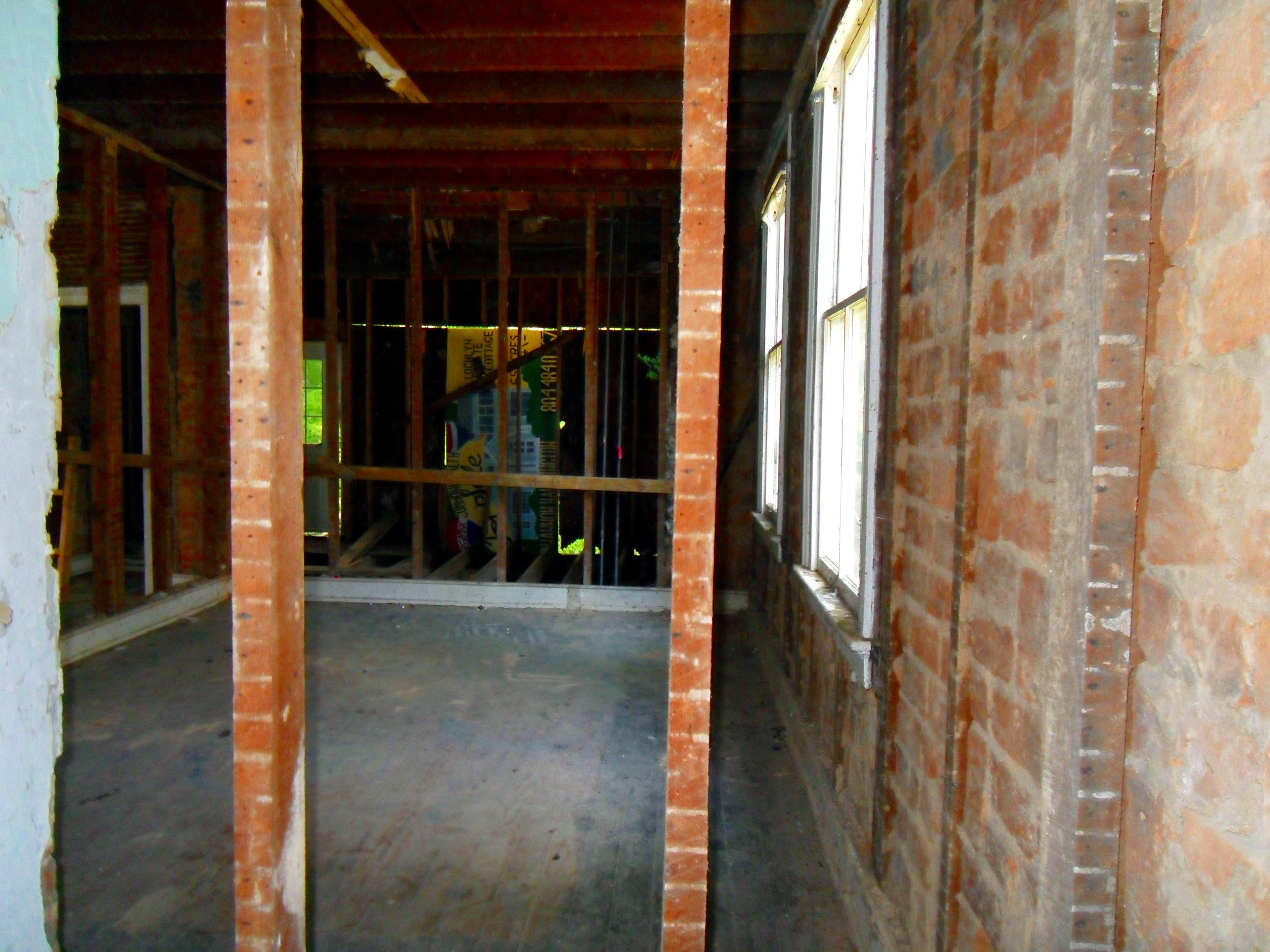 619 frederick st before renovation - kitchen