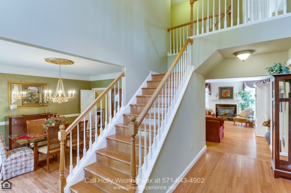 Vienna VA Luxury Homes - This well-maintained home for sale in Vienna radiates warmth and elegance.