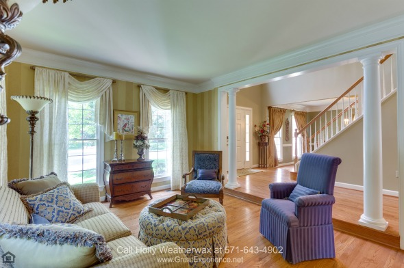 Luxury Homes in Vienna VA - Nestled in one of the best neighborhoods, this Vienna home is the best place for you and your loved ones.