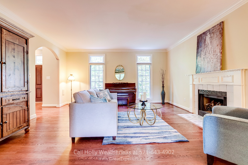 Reston, VA real estate - You'll love relaxing in this bright and open living room in this house in Reston, VA