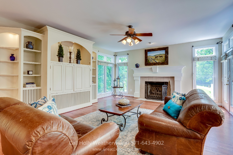 Reston, VA real estate for sale - This family room in Reston, VA is a great space for spending time with loved ones