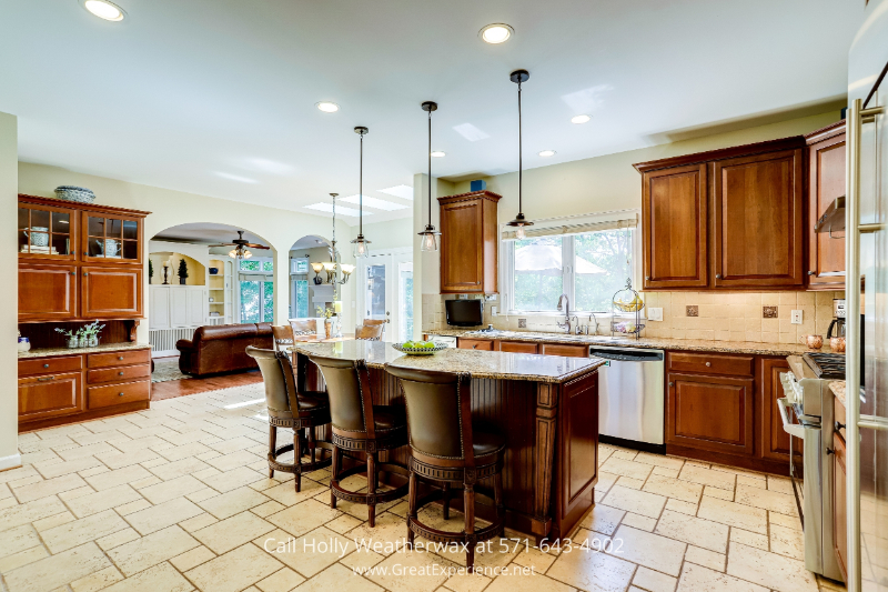 Real Estate Properties for Sale in Reston, VA - Be prepared to enjoy cooking in this chef's kitchen featuring premium-grade appliances in Reston, VA real estate
