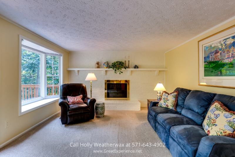 Reston Virginia home for sale - This Reston home for sale features 5 bedrooms up and 2 1/2 bathrooms.