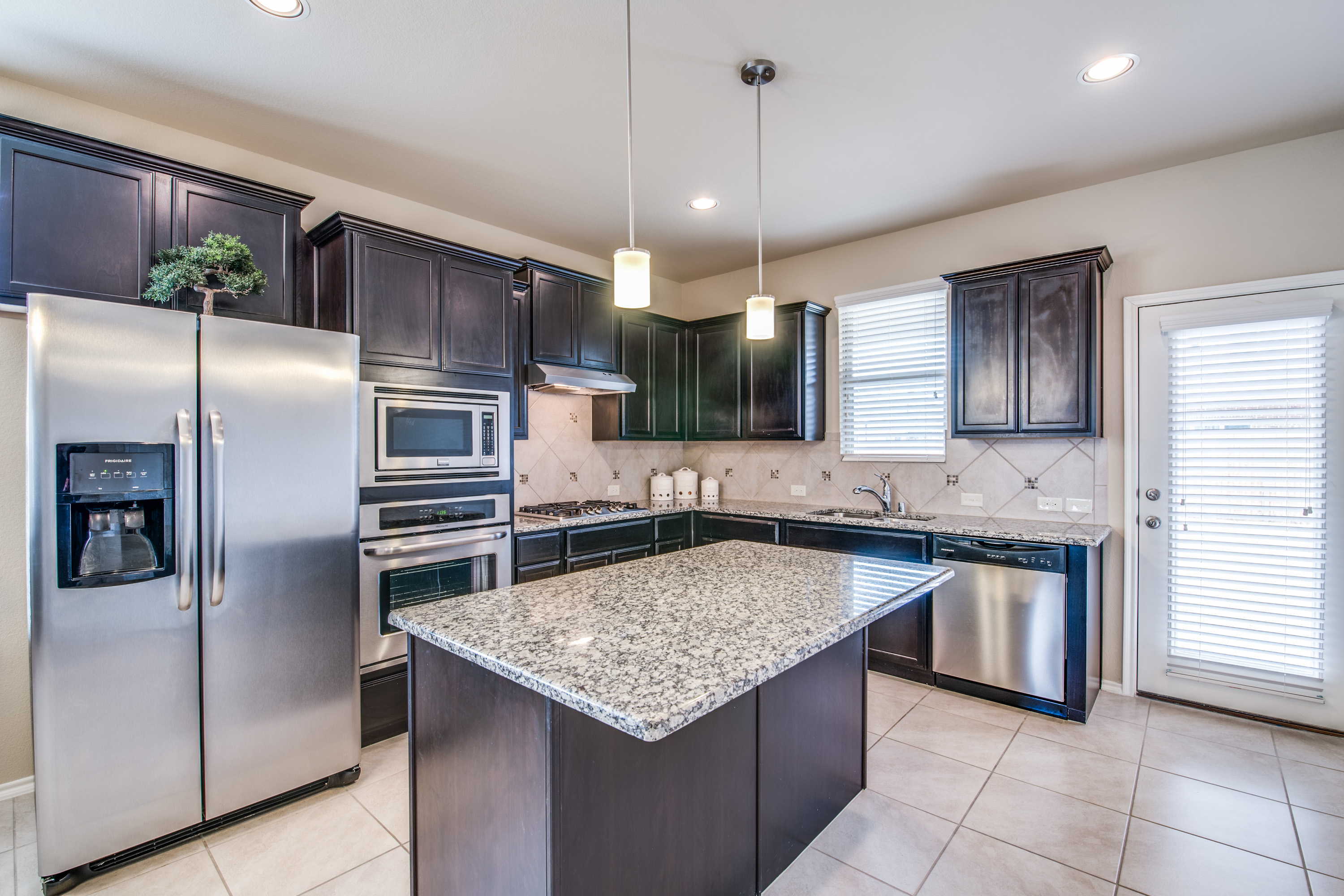 Gorgeous 4 Bedroom Two Bathroom One Story Home Features A Huge Kitchen With Island Generous Granite Counter Tops Walk In Pantry And Stainless Steel