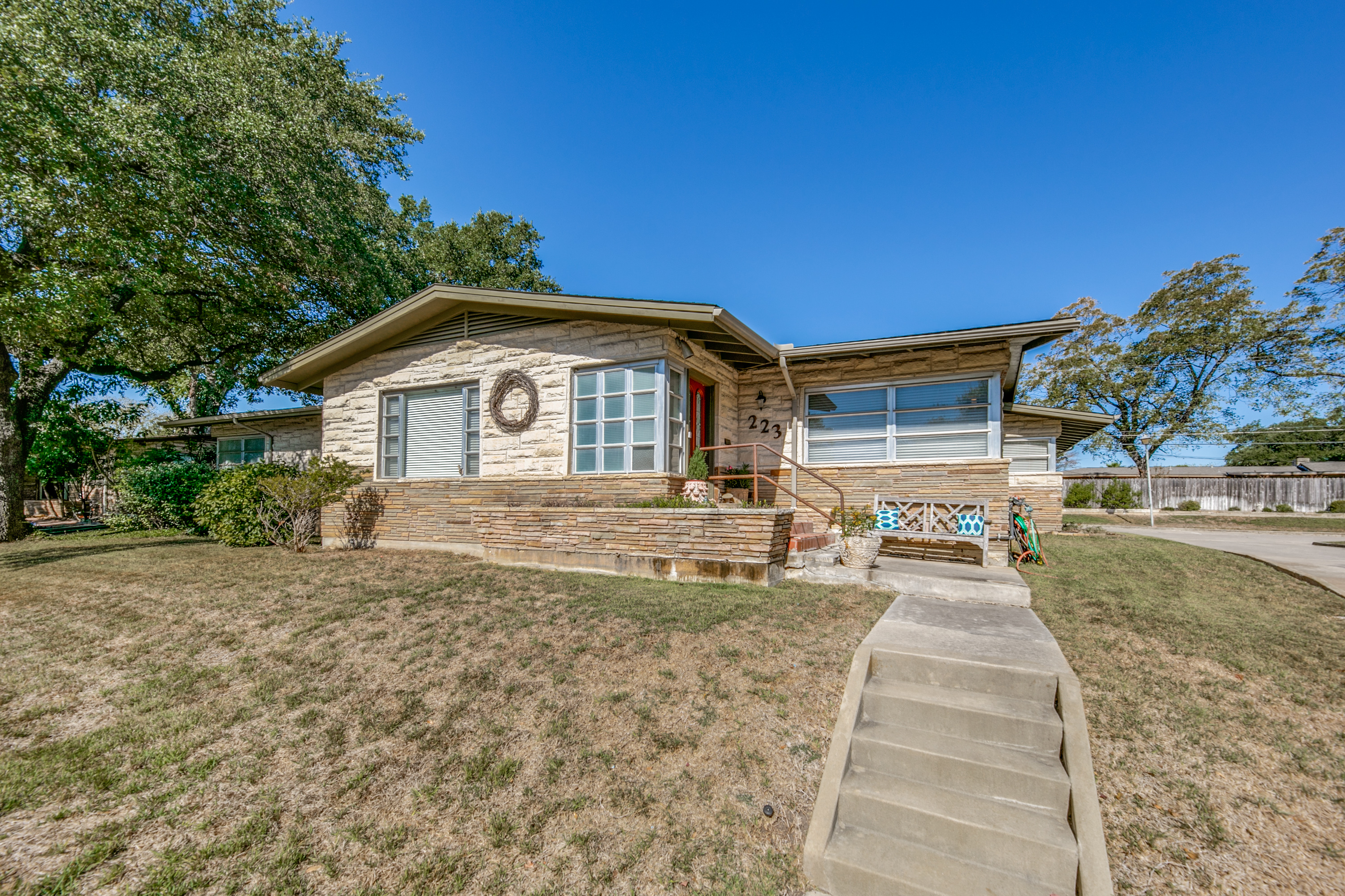 SOLD | 223 Jeanette Drive