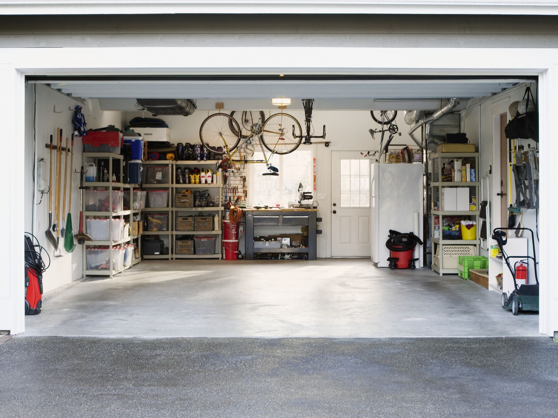 8 Potential Problems You Should Watch Out for When Viewing a Home's Garage