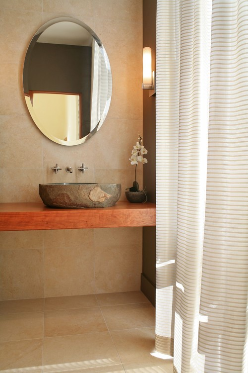 Large bathroom tiles give a clean look