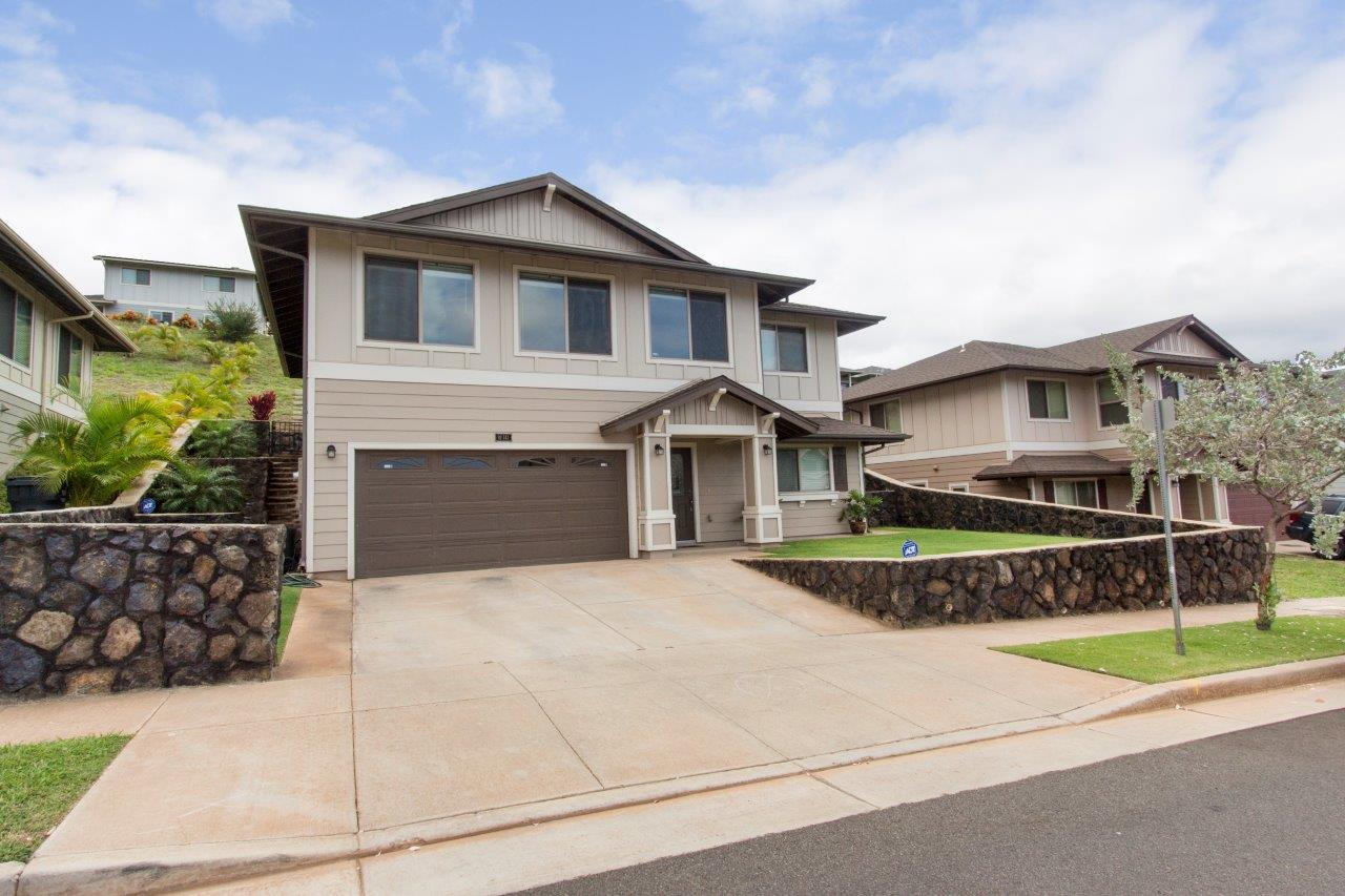 It Is Approx. 1,711 Sqft Interior And Is Being Offered At $799,000 (FS). Open  House Will Be Today From 2:00 U2013 5:00pm. Contact Me For More Information.